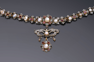 Jewels - A 17th Century necklace
