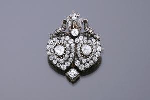 Jewels - Double heart-shaped pendant-brooch