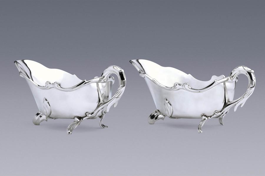 Silver - An Elegant Pair of Sauce Boats Reynier de Haan